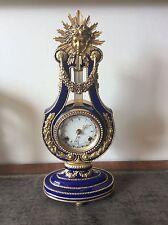 Un superbe Marie Antoinette mantel horloge par Franklin Comme neuf for the v&a Museum