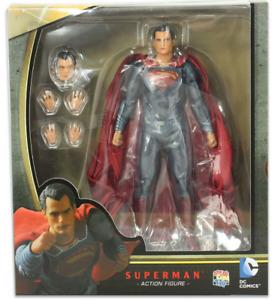 DC Mafex Batman V Superman Superman Action Figure #18