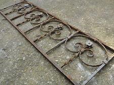Ancien garde corps en fer forgé à motifs de petites fleurs 102 / 122 cm (1)
