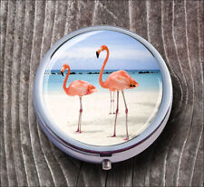 BIRD PINK FLAMINGO AT SANDY BEACH PILL BOX ROUND METAL -tyf5Z