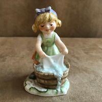 Girl Washing Clothes Goebel 1970 Lore 11 283-12 porcelain figurine vintage