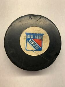 1973-83 New York Rangers VINTAGE NHL VICEROY CANADA OFFICIAL GAME PUCK