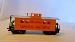 HO Scale Life-Like 33' Caboose, Union Pacific, Yellow With Silver Roof, #49940