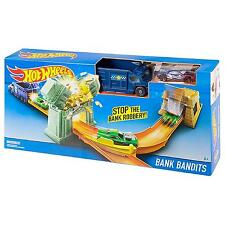 Hot Wheels Bank Bandits Race Track Racing Stunt Car Launching Play-Set Toy