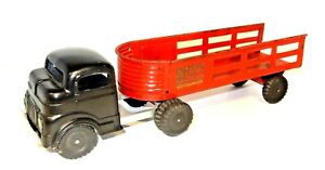 VINTAGE RED STRUCTO #930 FREIGHT HAULER WITH SIX WHEEL CAB AND ARTICULATING BED