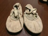 Girls BLOCH Full Sole Leather Ballet Shoes**size 12.5 C