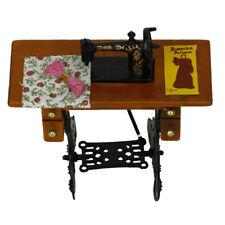 Miniatures Meubles Maison De Poupée Ancienne Machine à Coudre + Chiffon 1:12