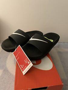 Nike KAWA slide (GS/PS) Black/White youth size 1 Y