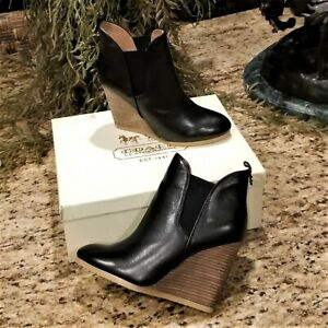 New COACH Farah Black Washed Leather Wedge Boots Lydia Martin Teen Wolf Sz 9