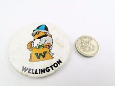 VINTAGE WELLINGTON SMURFS RETRO BADGE COLLECTABLE 1970S