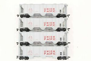 HO 4 Con-cor Union Pacific PS-2 Rib-Side Covered Hopper Cars, Excellent