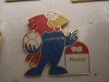 RARE OLD 1998 FRANCE FOOTBALL WORLD CUP FOOTIX PARIS ENAMEL PRESS PIN BADGE