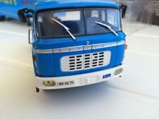Camions miniatures bleus IXO