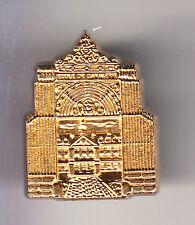 RARE PINS PIN'S .. TOURISME CHATEAU CASTLE CHEVAL CADRE NOIR OR 3D SAUMUR 49 ~CC