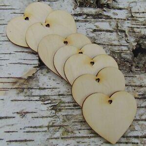 7 Stück Holzherzen mit Herzloch für Tischkarten Tischdeko Wanddeko 6cm 8cm 11cm