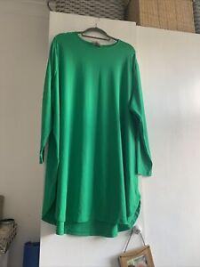 Plus Size - Round Neck Green Top
