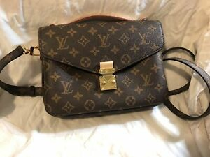 AUTHENTIC Louis Vuitton Monogram Pochette Metis Handbag Crossbody Shoulder Bag