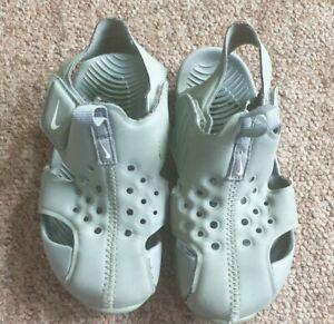 Nike khaki green sandal size UK 9.5 infant
