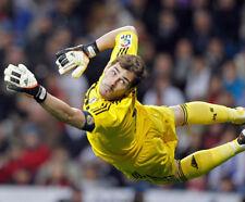 Iker Casillas UNSIGNED photo - K8265 - Spanish professional footballer