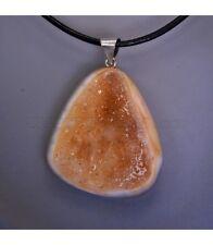 Ágata con cuarzo citrino tallada como colgante de plata de ley