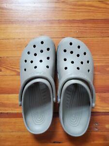 Crocs Classic Clogs Men's Size 11 in Khaki