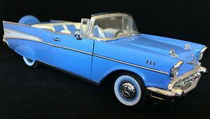 Road Legends  1:18 SCALE DIE CAST METAL 57 Chevy Belair Convertible Blue 1957