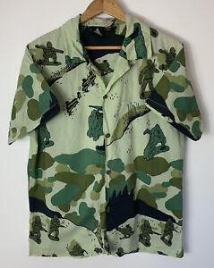 Vanguard Mens Size M Medium Shirt Plastic Soldier Army Graphic Green Button Down