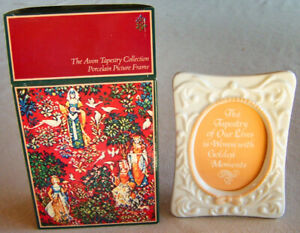 """Vntg 1981 Avon Tapestry Collection """"OVAL PICTURE FRAME"""" Japanese Porcelain -NEW!"""