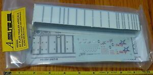 A-Line HO #50504 (53' Plate Trailer w/Decals) Painted White w/Silver Ribs (Stiff