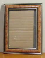 """RETRO TAN,GOLD & BLACK PLASTIC PICTURE FRAME SIZE 5"""" X 7 ONE PICTURE FRAME"""