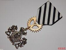 Steampunk badge brooch pin drape Medal pirate skull crossbones coat of arms LARP