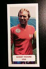 USA (!) - WEST HAM UNITED - BOBBY MOORE - Score UK football trade card nasl