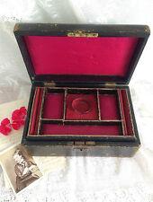 Antigua victoriana Antique Victorian c1860 Joyas De Cuero Caja de la baratija Gótico Rojo Seda Interior.