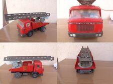 Ancien Camion Berliet Gak en Fer / Plastique Pompier Grande échelle Mécanique