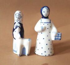 Gzhel (Гжель) russisches Porzellan 2 Figuren Bauerin Handarbeit gemarkt