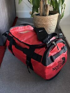 THE NORTH FACE BASE CAMP DUFFEL BAG SMALL NEW WITH TAGS - RED