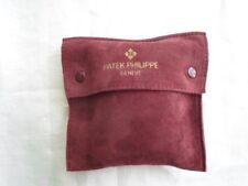 Patek Philippe, custodia in pelle scamosciata di colore bordeaux. Cm. 11,5x11,5.