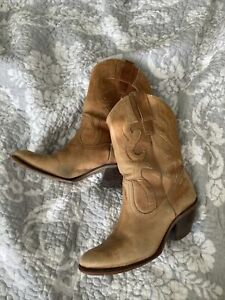 ladies cowboy boots size 6 Vintage 1960-70's Hand Made In Brazil Light Brown