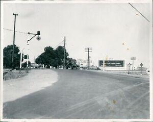1927 Press Photo Travel Belmont Street Intersection Fresno Underpass Sign 8X10
