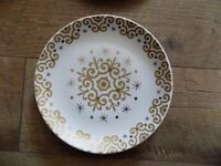 TARGET HOLIDAY 09 ESSENTIALS for the SEASON GOLD (4) SALAD DESSERT PLATES