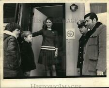 1972 Press Photo Officials pose outside Home Free site in Colonie, New York
