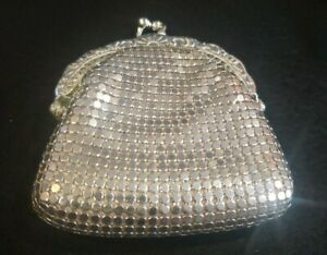 Vintage Small Silver MESH Coin Purse w/  Kiss Clasp, Unbranded