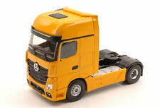 Mercedes Actros MP4 Gigaspace 4x2 Yellow Truck 1:50 Model 2006 UNIVERSAL HOBBIES