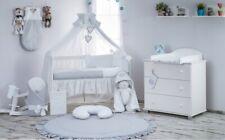 Babybett Tany mit 10-tlg Komplett-Set Bettwäsche Matratze Nestchen Weiß Grau Neu