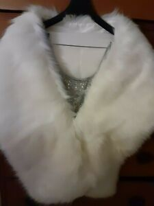 Beautiful White faux fur Stole in medium size