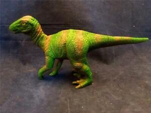 Velociraptor dinosaur 2000 figure NICE! D14