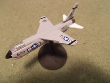 Built 1/144: American VOUGHT F-8J CRUSADER Fighter Aircraft US Navy