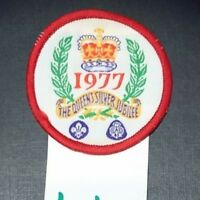 Boy Scout Girl Guide Badge 1977 THE QUEEN'S SILVER JUBILEE (w44)