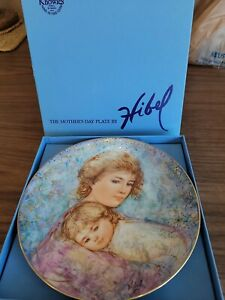"""1984 Knowles Collector Plate - Edna Hibel Mother's Day - """"Abby and Lisa"""" -"""
