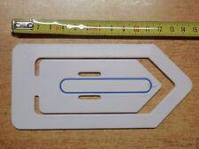 Vecchio segnalibro con penna in plastica vintage d epoca a forma di graffetta da